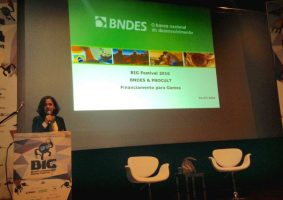 Imagem: Apresentação do programa Procult, do BNDES, por Elza Paiva, durante o BIG Festival.